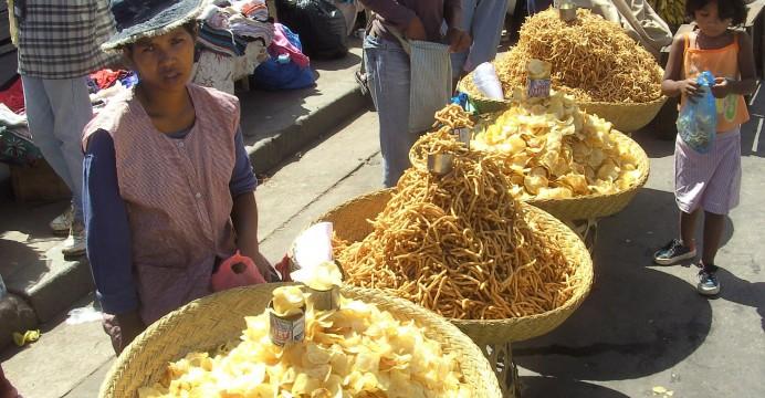Vendedora no mercado. Madagáscar. 31/01/2009. EPA/STR