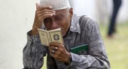 Homem de Aceh, Indonésia, 26 de dezembro de 2014. EPA/ADI WEDA - LUSA