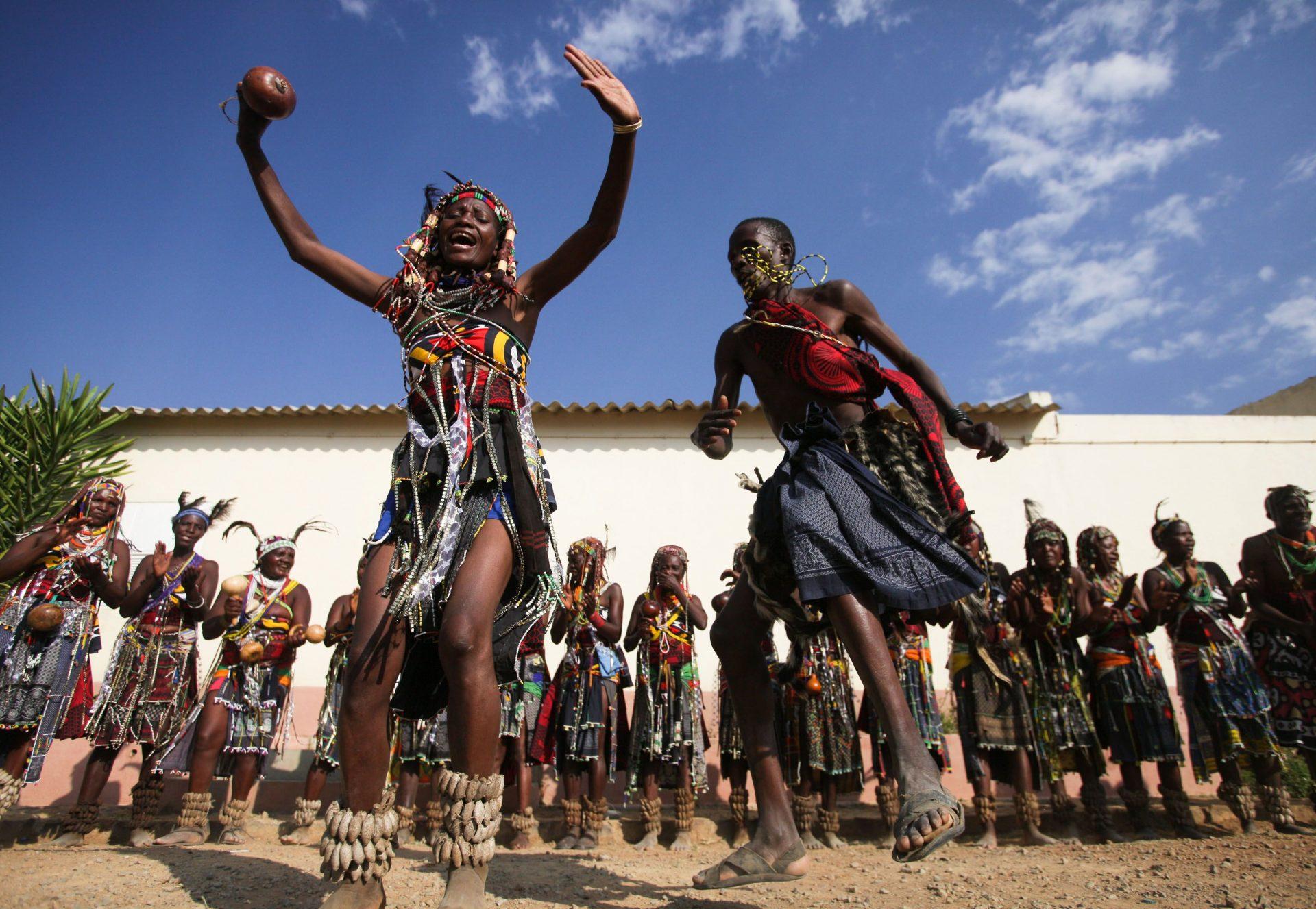 Membros do grupo Kamatembas da Humpata da tribo Mumuilas, 21 de julho de 2010. MIGUEL A. LOPES/LUSA