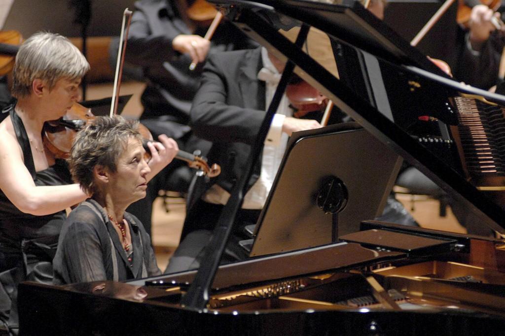 Maria João Pires . Concerto por ocasião da inauguração do Centro Cultural Miguel Delibes em Valladolid. 11 de abril de 2007. EPA/NACHO GALLEGO