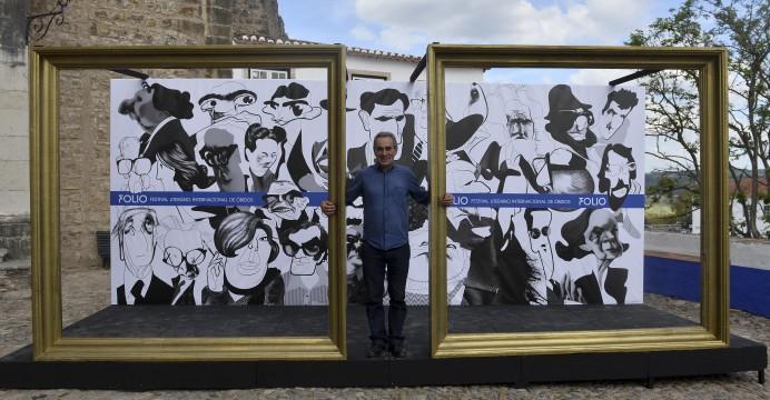 """José Pinho diretor do Folio – Festival Internacional de Literatura de Óbidos à entrada da vila, 15 de outubro de 2015. Começou hoje o """"Folio"""" Festival Internacional de Literatura de Óbidos, onde vários espaços são transformados em livrarias. CARLOS BARROSO/LUSA"""