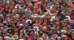 Foto: LUSA - Mulheres de Kashmiri  EPA/FAROOQ KHAN