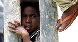 Criança timorense. Escola em Ermera. 23 de fevereiro de 2006.  EPA/ANTONIO DASIPARU