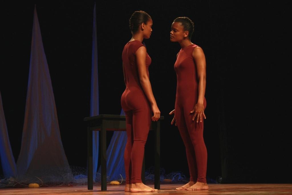 "Espetáculo ""Desespero"" pelo Grupo de Teatro do Centro Cultural de Mindelo, de Cabo Verde."