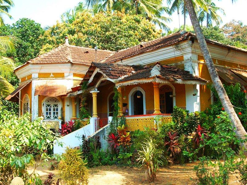 Arquitetura residencial tradicional de Goa, visivelmente influenciada pela presença portuguesa por mais de quatrocentos anos.
