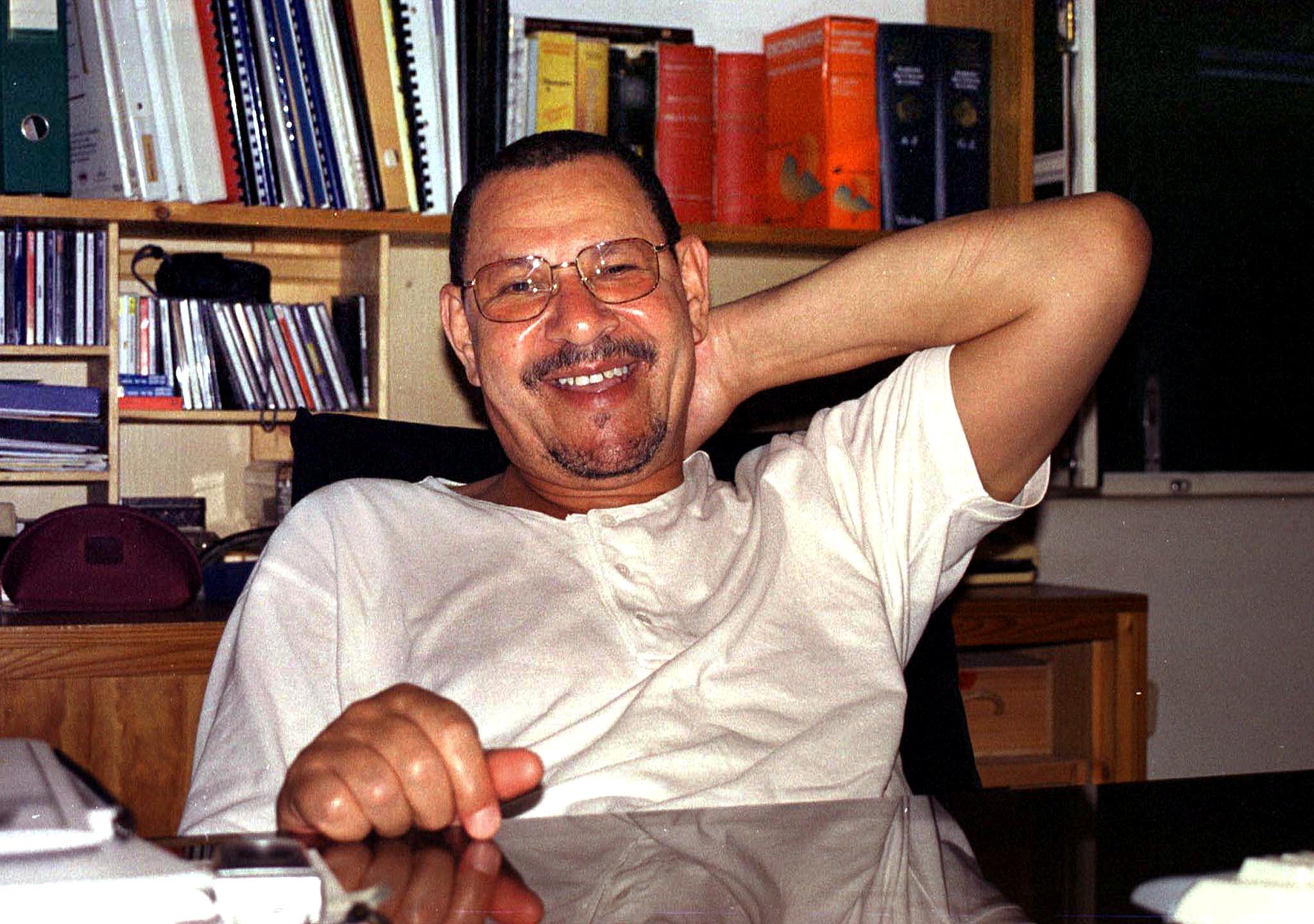 Escritor caboverdiano, Germano de Almeida no seu escritório na cidade do Mindelo, Cabo Verde. FOTO FRANCISCO FONTES / LUSA