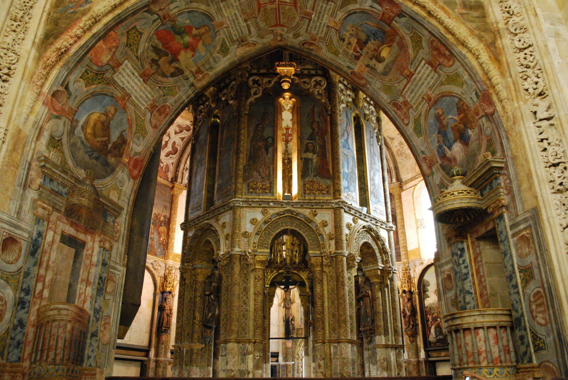 Tomar_-_Convento_de_Cristo_-_Charola_(1)