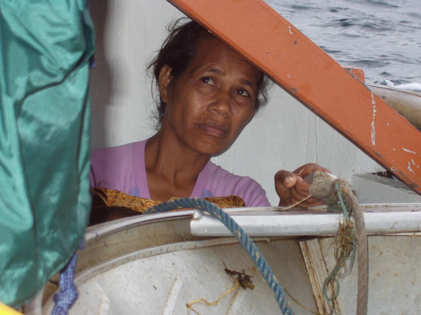 Dentro de uma corcora em viagem para Ataúro