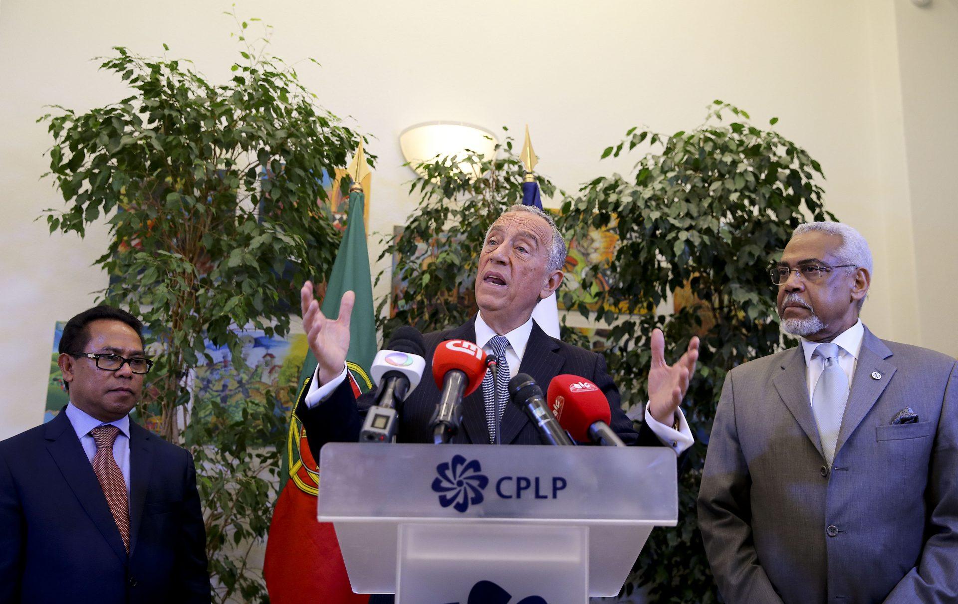 O Presidente da República, Marcelo Rebelo de Sousa (C), discursa durante a visita à sede da Comunidade dos Países de Língua Portuguesa (CPLP) em Lisboa, 14 de março de 2016. JOÃO RELVAS / LUSA