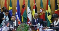 O secretário-geral da Comunidade de Países de Língua Portuguesa (CPLP), Murade Murargy (C), durante a XIV Reunião Extraordinária do Conselho de Ministros da CPLP, na sede da CPLP, em Lisboa, 17 de março de 2016. ANTÓNIO COTRIM/LUSA