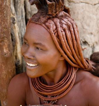 Mulher Kwepe. Deserto do Namibe, sul de Angola.