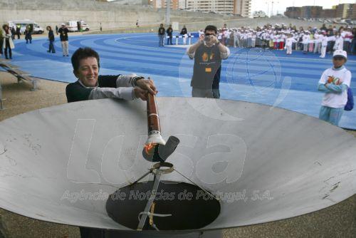 A ex-campeã olímpica, Rosa Mota, acende a chama que marca a abertura dos Mini Jogos da Lusofonia que envolvem mais de 600 alunos das 5 escolas EB1 da Alta de Lisboa e que irão decorrer de 15 a 19 de Abril de 2009 na Pista Professor Moniz Pereira em Lisboa. 15 de Abril de 2009. MIGUEL A. LOPES/LUSA