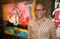 """Abraão Vicente, artista plástico, pintor, escritor, cronista e atual ministra da cultura de Cabo Verde durante a inauguração da exposição """"Freedom Fighters"""", no Instituto Francês da Cidade da Praia, Cabo Verde, 07 de fevereiro de 2012. JOSE SOUSA DIAS / LUSA"""