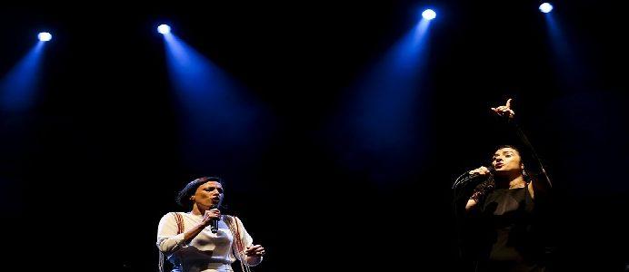 """Marisa Monte (D)  e Carminho no concerto """"Cool Jazz Festival"""" em Oeiras arredores de Lisboa, 27 de julho de 2016. JOSÉ SENA GOULÃO/LUSA"""