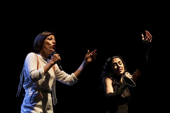 """Marisa Monte (D)  Carminho no concerto """"Cool Jazz Festival"""" em Oeiras arredores de Lisboa, 27 de julho de 2016. JOSÉ SENA GOULÃO/LUSA"""