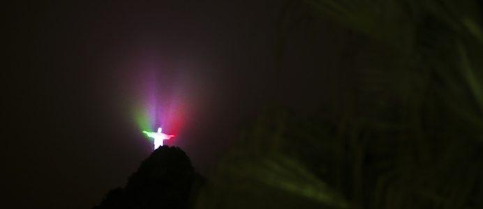 Cristo Redentor com as cores da bandeira nacional de Portugal no primeiro dia da visita do Presidente da República, Marcelo Rebelo de Sousa, ao Brasil, MÁRIO CRUZ/LUSA