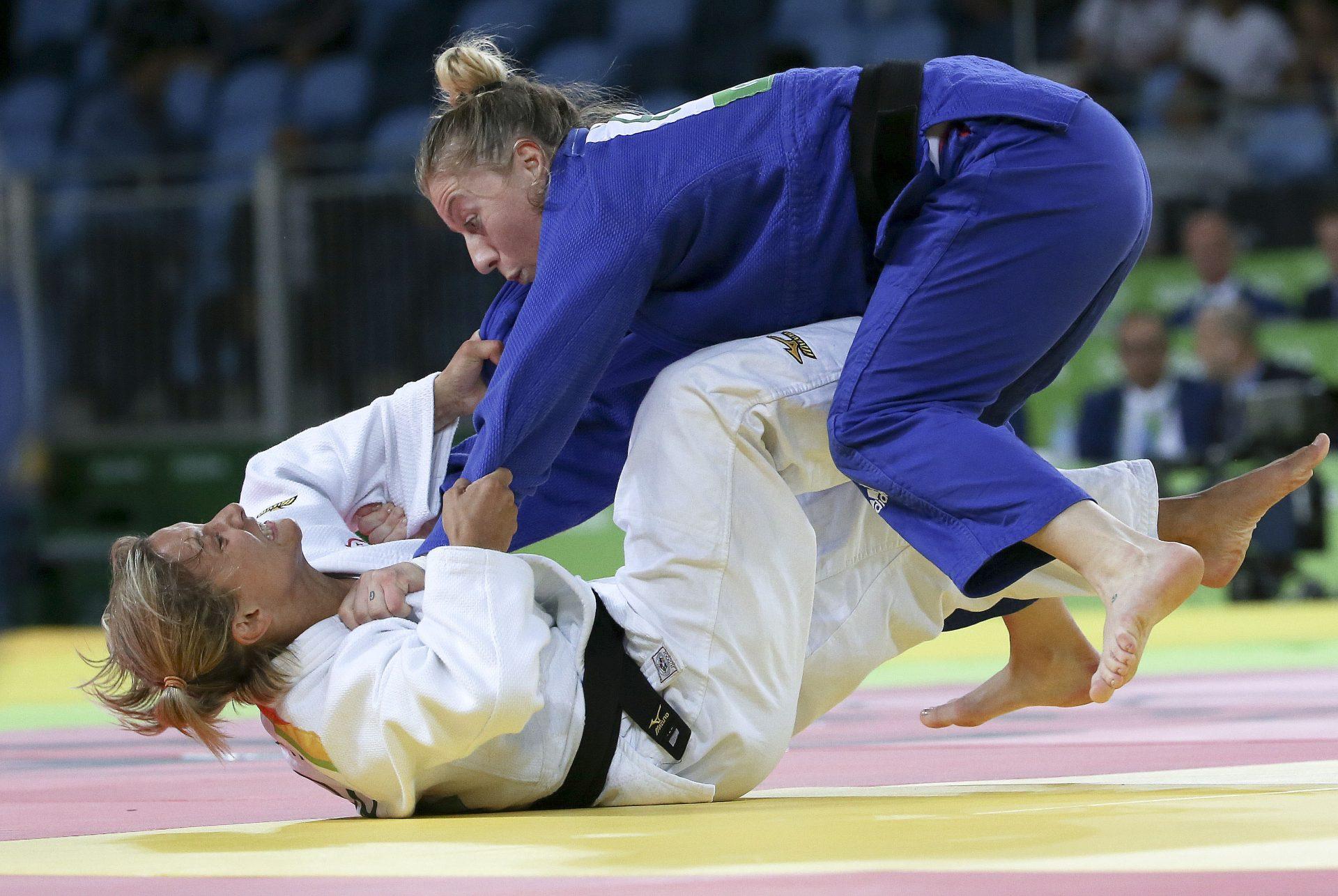 A judoca portuguesa Telma Monteiro conquistou hoje o bronze na categoria de -57kg dos Jogos Olímpicos Rio2016, ao bater a romena Corina Caprioriu por yuko, selando a 24.ª medalha do deporto português em Jogos Olímpicos, Rio de Janeiro, Brasil, 08 de agosto de 2016. Depois de cinco medalhas em Mundiais e 11 em Europeus, a judoca do Benfica arrebatou, finalmente, o 'metal' olímpico, depois do 12.º lugar de Atenas2004 e do nono em Pequim2008, ainda na categoria de -52kg, e do 17.º em Londres2012. INÁCIO ROSA/LUSA