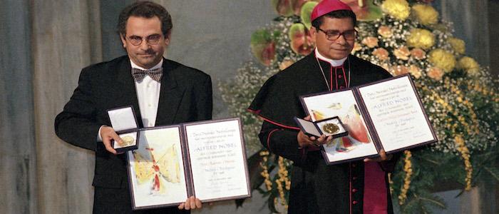 D. Ximenes Belo e Ramos Horta na cerimónia de receção do Prémio Nobel da Paz. 10 de dezembro de 1996. INACIO ROSA/LUSA