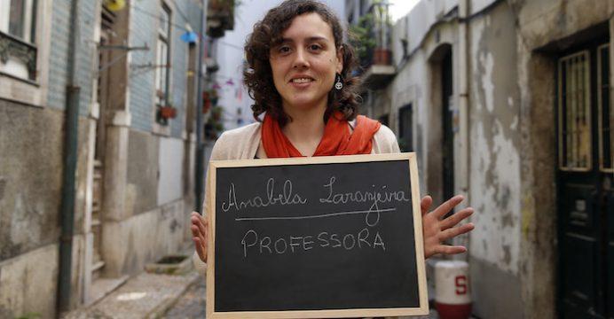 Anabela Laranjeira é professora voluntária de alfabetização de adultos . 7 de abril de 2016 . TIAGO PETINGA/LUSA