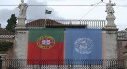 A bandeira de Portugal e das Nações Unidas, hasteadas na fachada do Palácio de Belém, para celebrar a eleição de António Guterres, como secretário-geral das Nações Unidas, Lisboa, 13 de outubro de 2016. ANTÓNIO COTRIM/LUSA