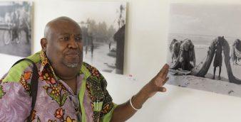 Em 21 imagens, o fotojornalista moçambicano Naíta Ussene resume numa exposição 40 anos de carreira e um bocado da história de um país que sangra, mas que não renuncia à esperança, 21 outubro 2016, em Maputo.  ANTONIO SILVA / LUSA