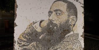 O artista Alexandre Farto (ausente na foto), conhecido como Vhils, inaugurou um mural com uma imagem do poeta Camilo Pessanha no jardim do Consulado de Portugal em Macau, cidade onde o poeta viveu e morreu. 9 de Dezembro de 2016, Macau. (ACOMPANHA TEXTO) CARMO CORREIA/LUSA