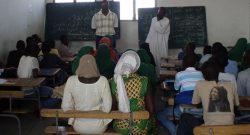Mais de 150 talibés, alunos que estudam o Corão, frequentam a escola corânica da grande mesquita de Dacar, situada no centro da capital do Senegal, numa situação completamente contrária aos talibés que mendigam por aquela cidade senegalesa, Dacar, 16 de dezembro de 2007. MARISA SERAFIM/LUSA