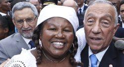 O Presidente da República de Portugal, Marcelo Rebelo de Sousa, durante a visita ao mercado do Plato, no ambito da visita  de Estado a Cabo Verde, Cidade da Praia, Cabo Verde, 10 de abril de 2017. ANTÓNIO COTRIM/LUSA
