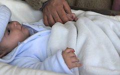Ambiguidade sintática em «A mãe pegou o bebê chorando»