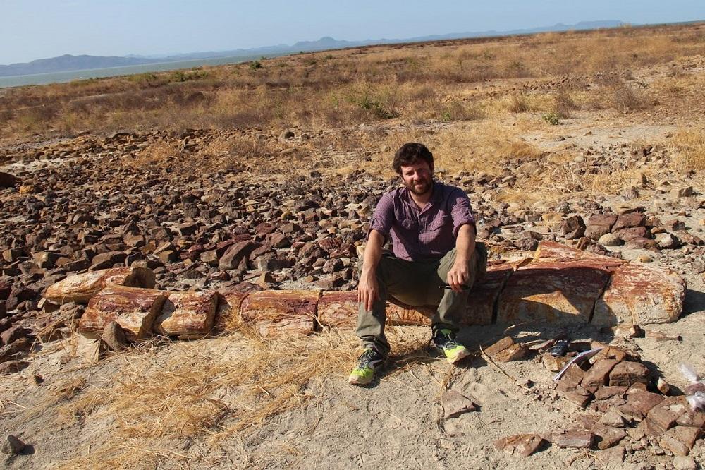 O português Ricardo Araújo e dois paleontólogos moçambicanos anunciaram a descoberta da mais extensa floresta fossilizada do continente africano e do período Pérmico, com cerca de 250 milhões, durante uma expedição à província de Tete, em Moçambique, agosto de 2017. NELSON NHAMUTOLE/LUSA