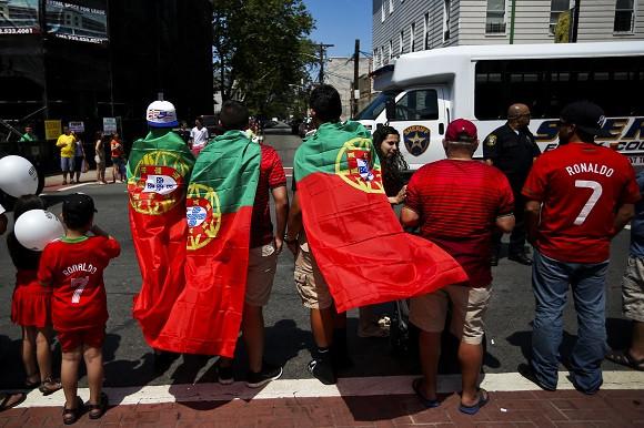 Centenas de milhares de pessoas assistem à tradicional parada do Dia de Portugal em Newark, que juntou polícias, ranchos folclóricos e escolas, 09 de junho de 2014, Newark, Estados Unidos da América. JOSÉ SENA GOULÃO/LUSA