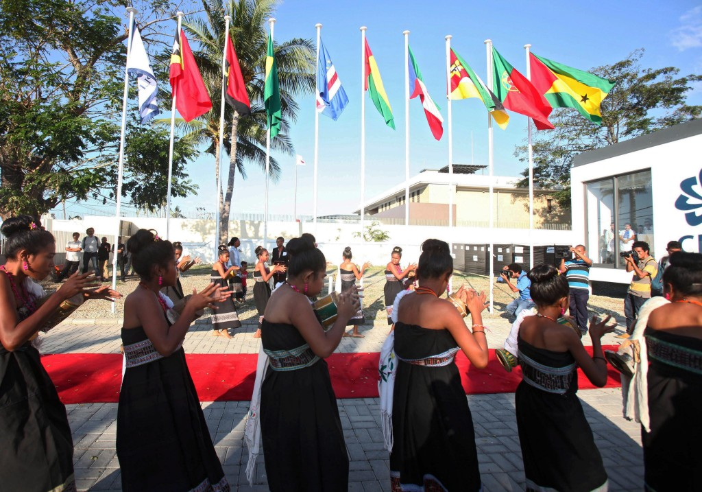 epa04857561 East Timorese dance in front of the Portuguese-speaking countries new office in Dili, East Timor, 23 July 2015. Timor-Leste is hosting a meeting between Portuguese-speaking countries (Portugal, Angola, Brazil, Cape Verde, Guinea Bissau, Mozambique, Macau) with China. EPA/ANTONIO DASIPARU