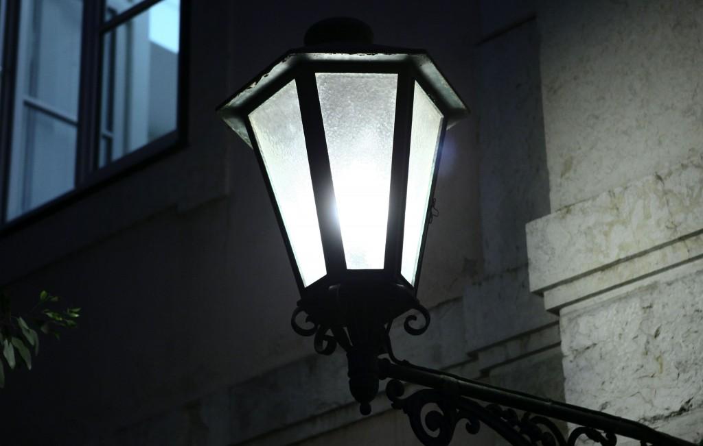 Candeeiro de iluminação pública, 21 de setembro de 2011. ANTONIO COTRIM/LUSA