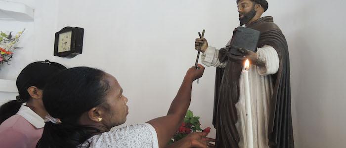 Os 'portugueses negros' de Jacarta recebem ano novo pedindo perdão e santidade