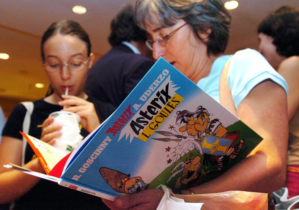 LISBOA: Livro do Astérix e Obélix lançado no mercado, numa tradução em mirandês, em 15/09/2005. Lisboa. JOÃO RELVAS / LUSA