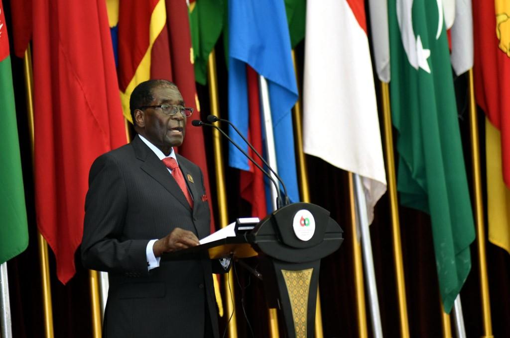 Foto LUSA - O Presidente do Zimbabué, Robert Mugabe , 24 de abril de 2015.  EPA/AGUS SUPARTO  HANDOUT EDITORIAL USE ONLY/NO SALES