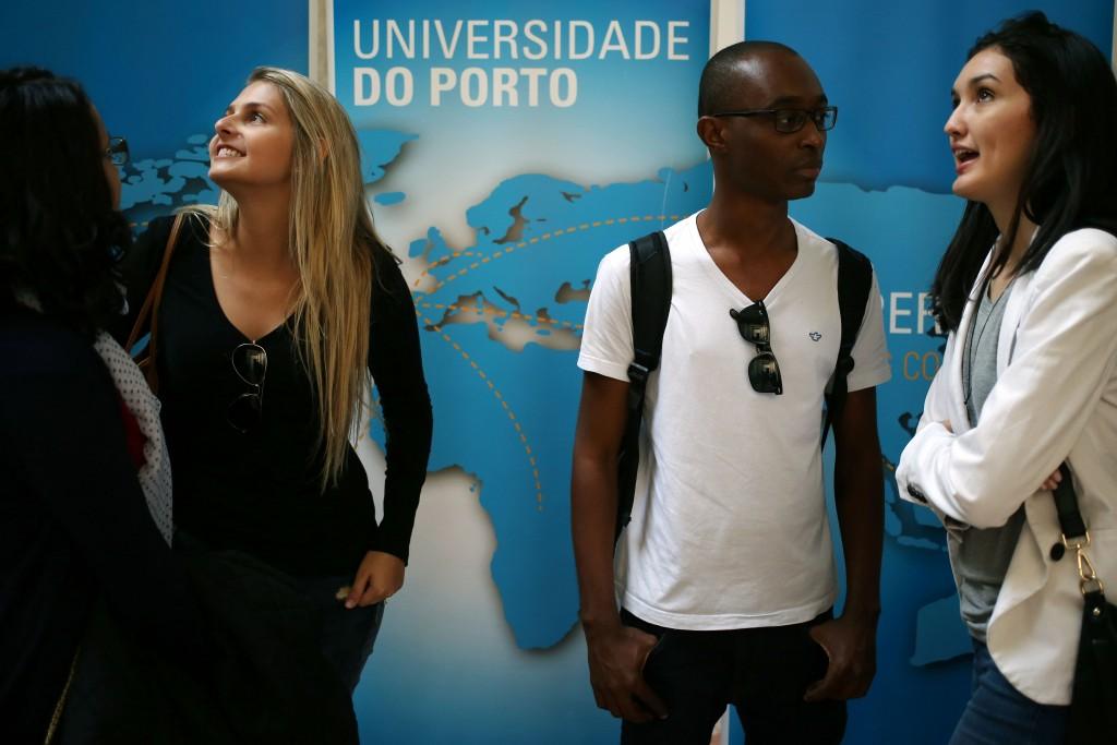 Cerca de 1.200 estudantes internacionais foram recebidos na reitoria da Universidade do Porto numa sessão de boas-vindas, 08 outubro 2015. ESTELA SILVA/LUSA