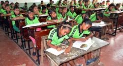 Foto LUSA. Alunos timorenses. Distrito de Balibo, Bobonaro, Timor-Leste. 20 de março de 2015. EPA/STRINGER