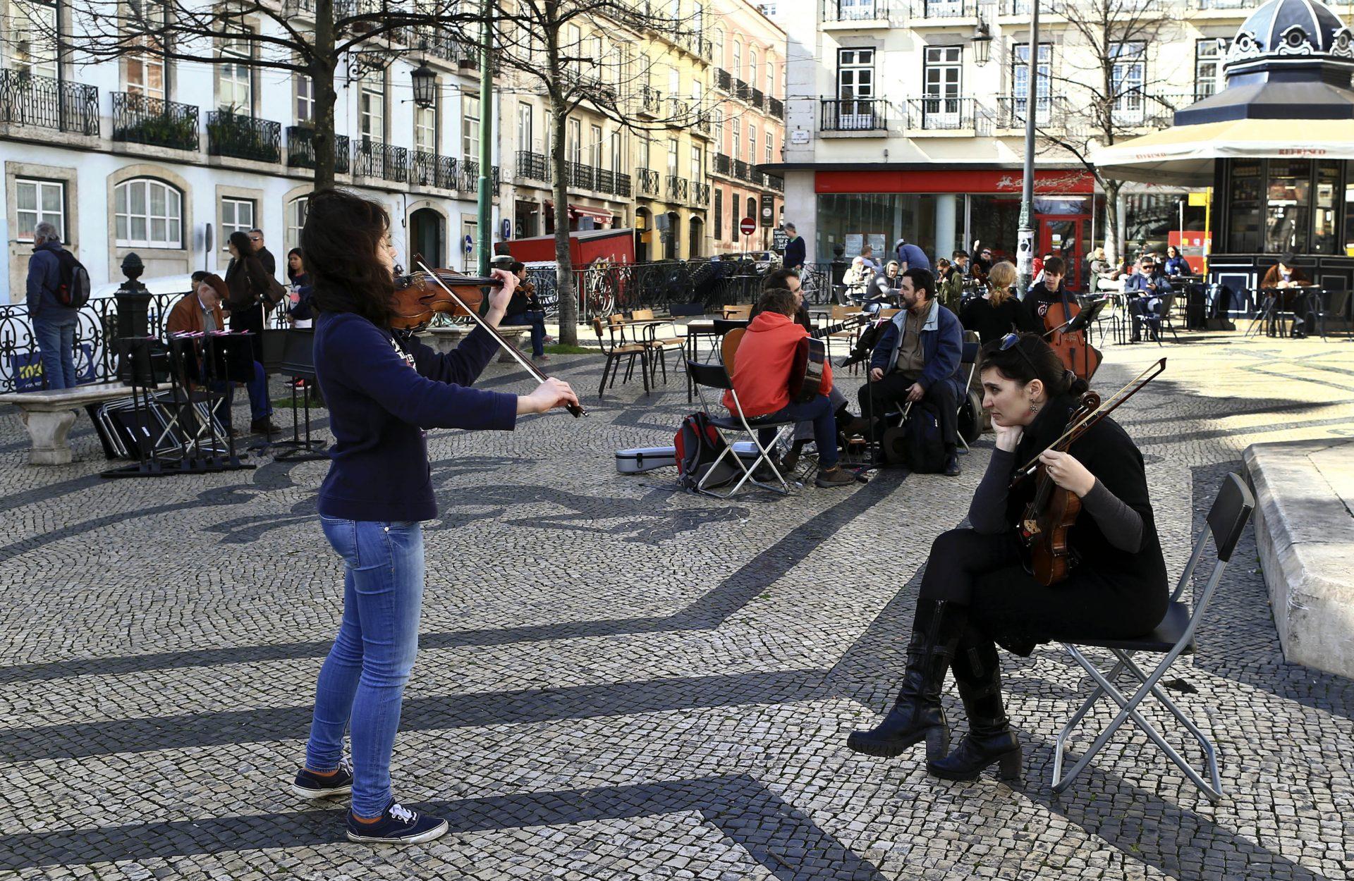 Procuram-se talentos portugueses para concerto dos brasileiros Os Mutantes