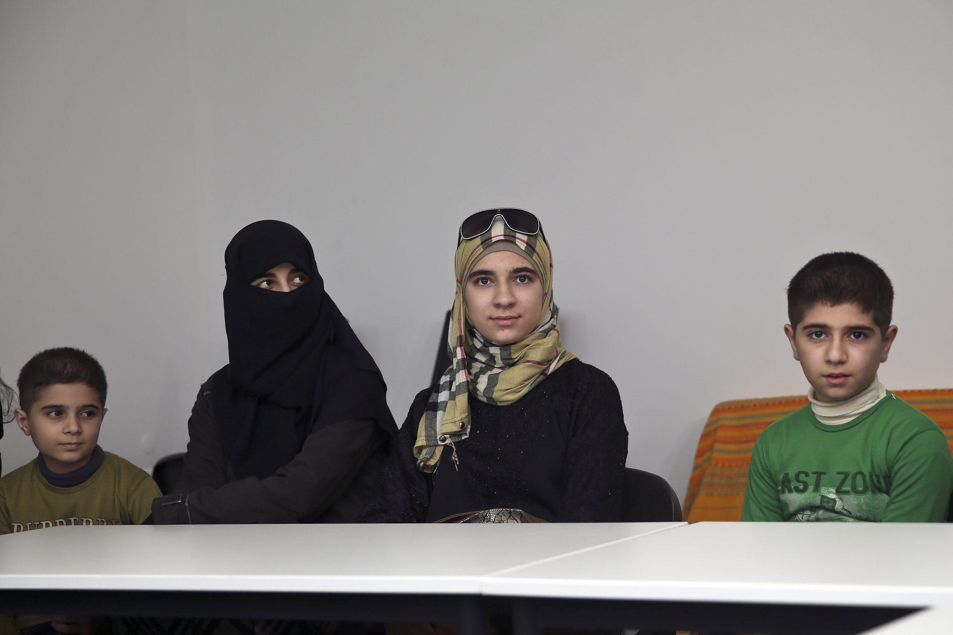 Refugiados vão receber 'kit' para aprender português