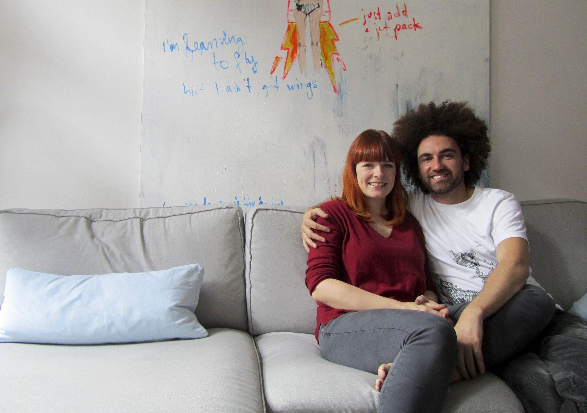 Pedro Lourenço e Moni Eckey, um casal luso-alemão que vive em Berlim, criaram um dicionário visual 'online' para aprendizagem das línguas alemã e portuguesa através de ilustrações que ajudam à fácil e rápida memorização do vocabulário, Berlim, 8 de novembro de 2015.   LUSA