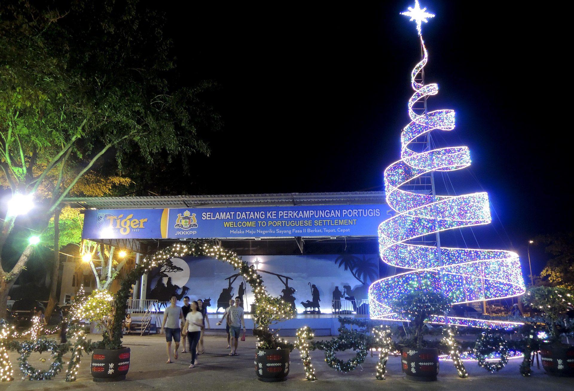 """Natal dos """"portugueses"""" atraem milhares em Malaca"""