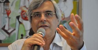 Carlos Reis, professor da Faculdade de Letras da Universidade de Coimbra e ex-reitor da Universidade Aberta.
