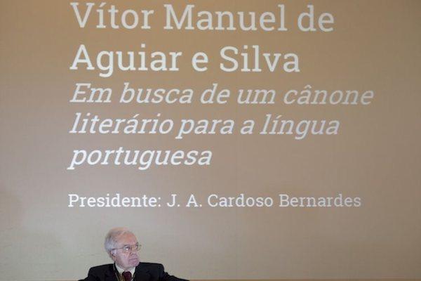 Criação de um cânone literário escolar para a língua portuguesa