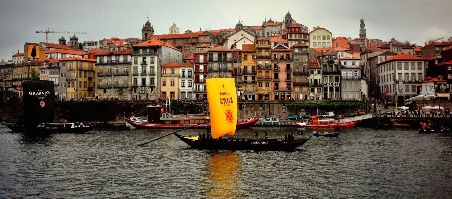 O transporte do vinho do Porto nos barcos Rabelo