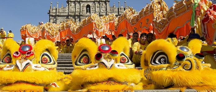 Macau recebe Ano do Macaco com desfile de dragão gigante