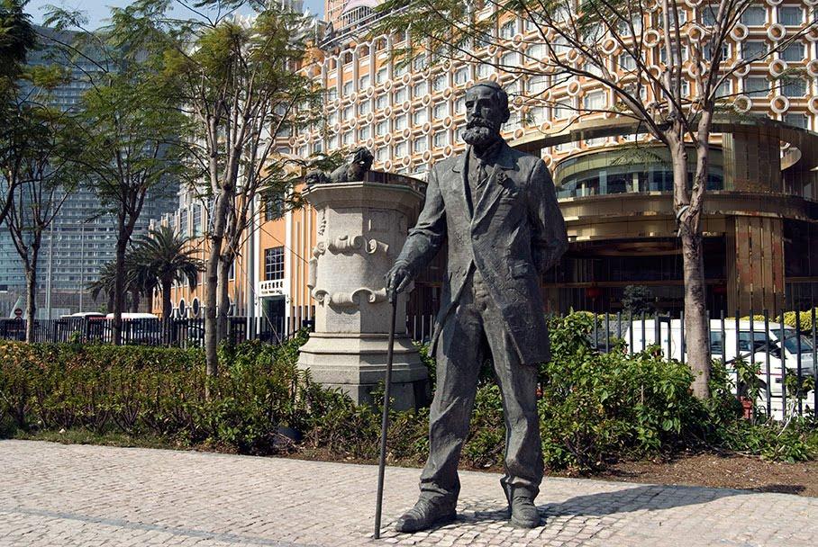 estátua de Camilo Pessanha