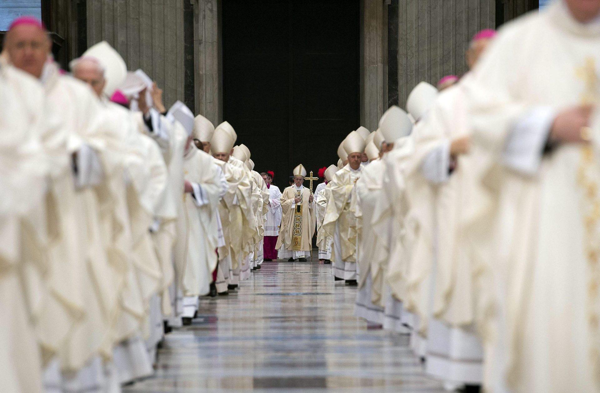 Foto LUSA: Imagem divulgada pelo Osservatore Romano. Basílica de S. Pedro, Cidade do Vaticano, 22 de fevereiro de 2016. EPA / OSSERVATORE ROMANO