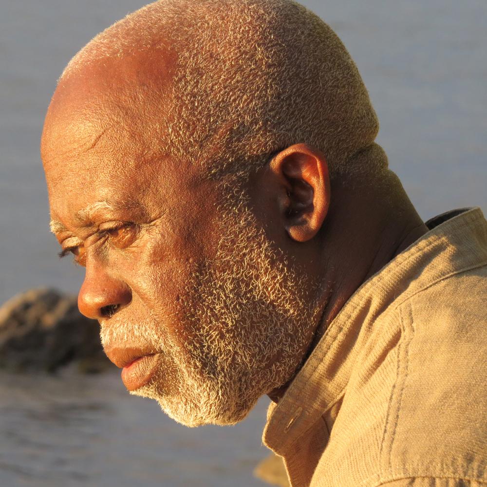 """Escritor Ernesto Dabó quer mostrar """"face bonita"""" da Guiné-Bissau"""