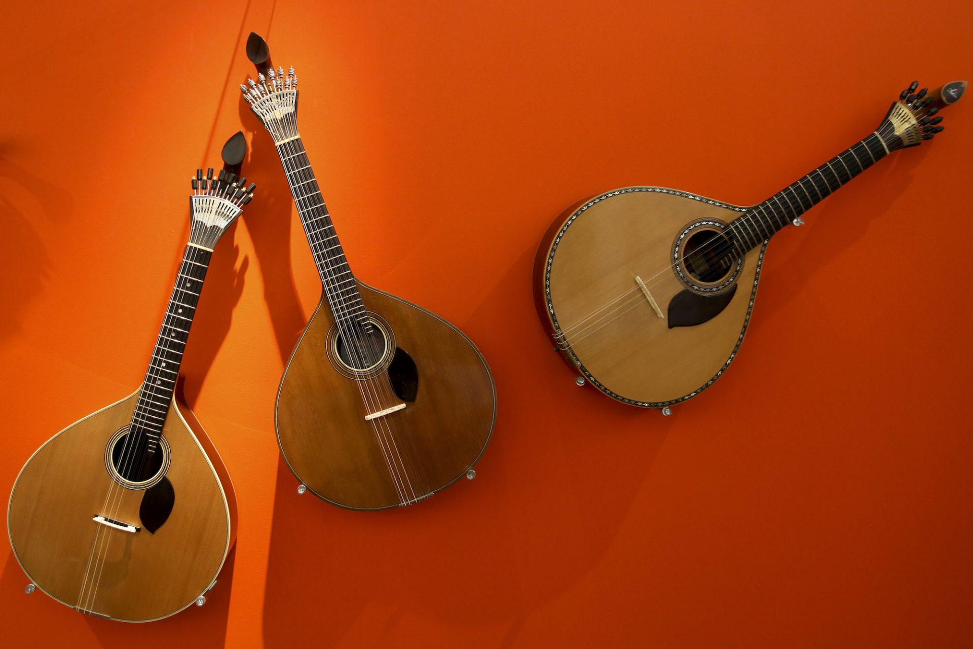Exposição de guitarras de Coimbra no Edifício Chiado, em Coimbra, 8 de maio de 2011. PAULO NOVAIS/LUSA